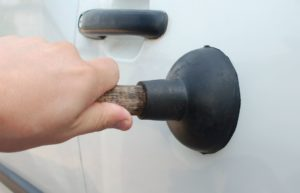 How to eliminate small dents on the car body by yourself